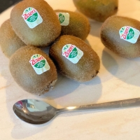 Tuesday Tip | How To Peel Kiwi with a Spoon ? | How to store Kiwi ?