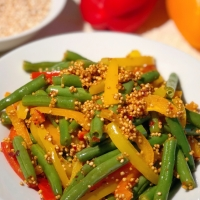 French Beans Bell Pepper Salad with Quinoa Puffs | Healthy Vegetable Salad Recipe